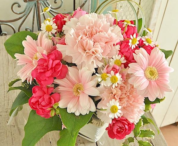 お母さんへ母の日に感謝を込めてアレンジメント(生花)