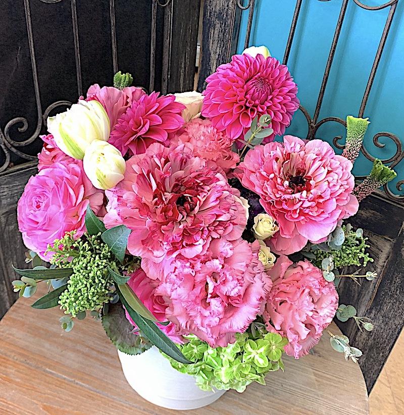 季節のお花のピンクアレンジメント