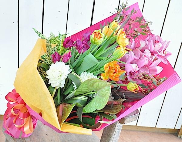 退職祝いに春の豪華な花束