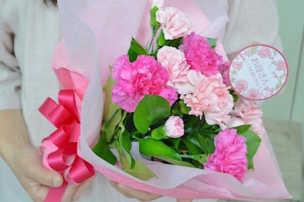 母の日に贈る カーネーションの花束を