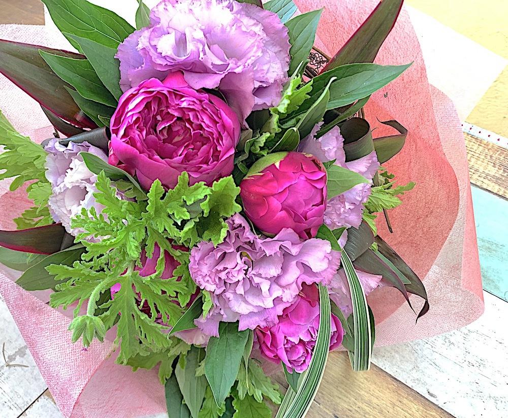 季節のお花 / 芍薬(しゃくやく)の花束 <small><code>[B0476]</code></small>