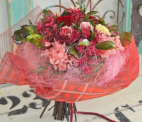 女性の退職祝いにピンク・レッド系プリザーブドフラワー花束