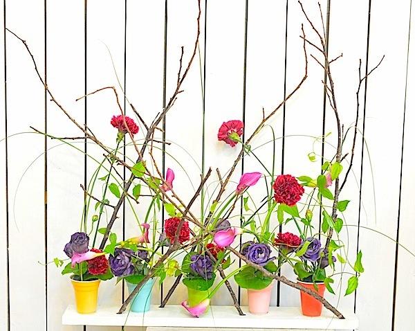 ポップな花器のアレンジメント